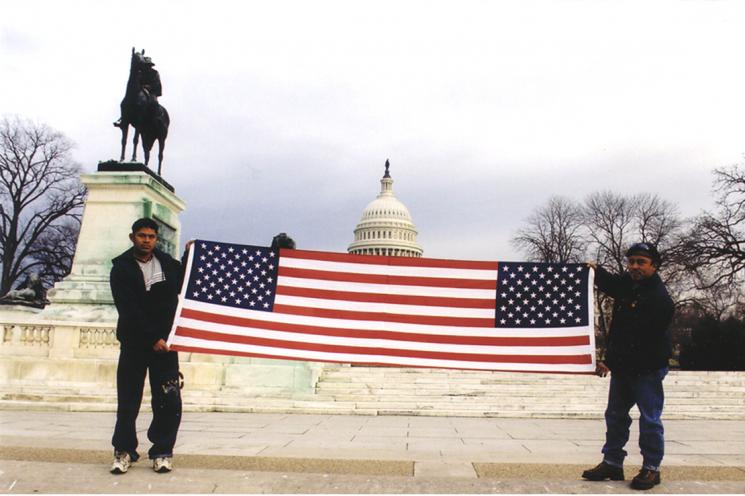 Moses y Alejandro (Siamese Flag)